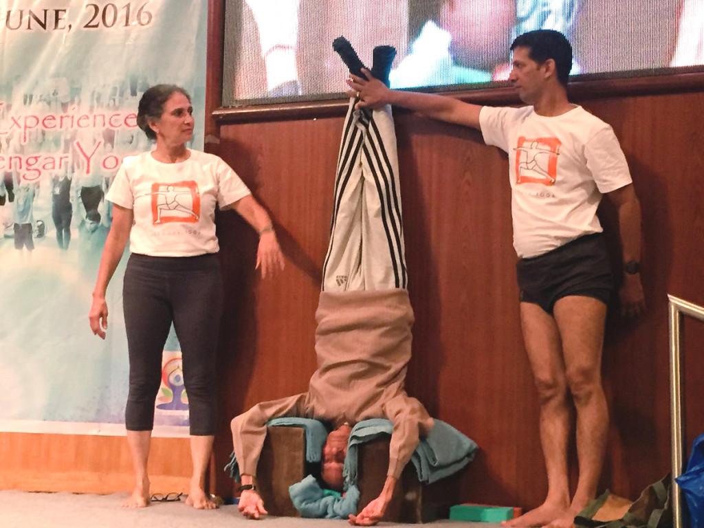 Madhubhai Tijoriwala doing the Sirsasana