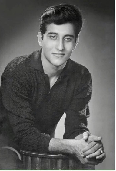 Vinod Khanna in 1966. This image was shared by his actor son Rahul Khanna on his twitter account.