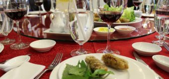 All You Must Know About Mindful Eating While Dining Out